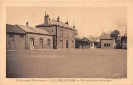 LAQUEUILLE GARE - Vue Extérieure De La Gare - Autres Communes