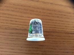 "Dé à Coudre Porcelaine ""The Old House - Hereford City Museums "" Angleterre - Dés à Coudre"