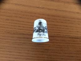 """Dé à Coudre Porcelaine """"Big Pit """" Pays De Galles (musée De La Mine) - Thimbles"""