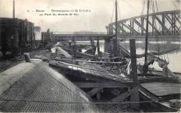 Boom - Déchargements De Bâreaux Au Pont Du Chemin De Fer - Boom