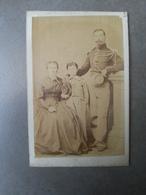 CDV Photo Second Empire Gendarme Avec Sa Femme Et Enfant à Beauvais - Guerre, Militaire