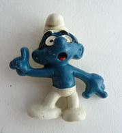 RARE FIGURINE SCHTROUMPF - SMURF - PIFUTOS  - A LUNETTE AVEC ATTACHE BROCHE WALLACE BERRIES SCHLEICH 1983 - Smurfs
