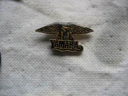 Pin's Aigle Pour Les Motos De La Marque YAMAHA - Motorfietsen