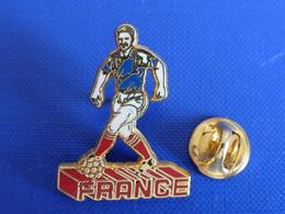 Pin's Foot Football - Joueur Footballeur France - Jean Pierre Papin ? (PA62) - Calcio