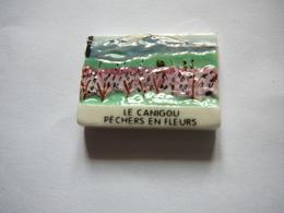 Le Canigou - Pêchers En Fleurs - Charms