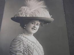 Frau Mit Hut  Foto 1912 - Mode