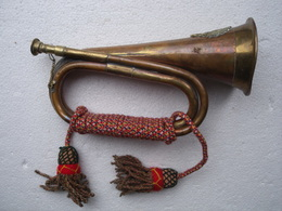 UN CLAIRON  DE  REGIMENT DE CAVALERIE - Instrumentos De Música