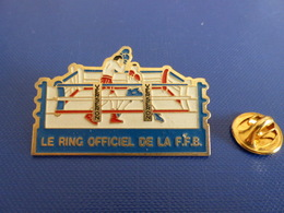 Pin's Boxe - Verseron Le Ring Officiel De La FFB - Fédération Française - Boxeur (PT24) - Boxing