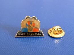 Pin's Boxe Française Savate - Dombasle (PT32) - Boxing