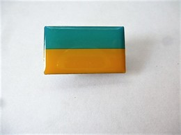 PINS DRAPEAU PAYS D'EUROPE UKRAINE / Editions Atlas / 33NAT - Other