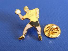 Pin's Handball Hand Ball - Club WOC -  Joueur (PW14) - Handball