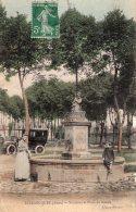 S102 - Cpa 02  Blérancourt - Fontaine Et Place Du Marais - Non Classés