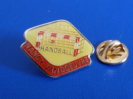 Pin's Handball Hand Ball - Club Nancy Vandoeuvre - ASPTT La Poste PTT (PW22) - Pallamano