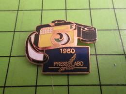 1218a Pin's Pins / Rare Et De Belle Qualité / PHOTOGRAPHIE / PRESS LABO SERVICE 1960 - Photography