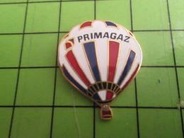 1218a Pin's Pins / Rare Et De Belle Qualité / MONTGOLFIERES / BALLON LIBRE TRICOLORE PRIMAGAZ - Airships