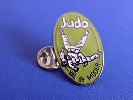Pin's Judo - Club Du Val De Moder (PB11) - Judo