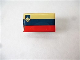 PINS DRAPEAU PAYS D'EUROPE SLOVENIE / Editions Atlas / 33NAT - Other
