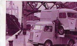 Citroen HY Pickup Transportant Un Citroen HY Camionette   -  15x10 PHOTO - Camions & Poids Lourds