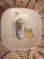 Piattino Richard Ginori Posacenere Decorato Con Barca Egiziana Dell'800 AC - Ginori (ITA)