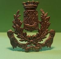 Vintage - Insigne Pour Shako De Gendarmerie De Paris . Fluctuat Nec Mergitur - Badges & Ribbons