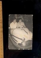 Photographie Originale : 2 Femmes Dans Une Voiture Auto Tamponneuse Fête Foraine - Objects