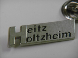 Pin's - Ville HOLTZHEIM Serrurerie HEITZ 67 Bas-Rhin ALSACE - Steden