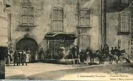 84 - LOURMARIN - Fontaine Centrale  **RARE** - Lourmarin