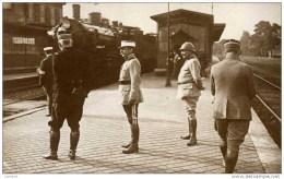 60 CHANTILLY - Carte-photo La Gare, Juillet 1916, Général JOFFRE, Colonel HENRI - (train, Locomotive) - Chantilly