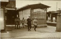 60 CHANTILLY - Carte-photo De La Gare, Juillet 1916, Le Général JOFFRE Et Le Colonel HENRI - Pas De Visé Paris - Chantilly