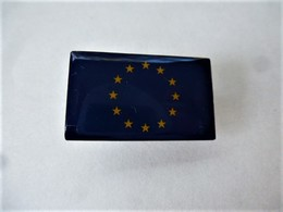 PINS DRAPEAU EUROPE  / Editions Atlas / 33NAT - Other