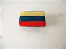 PINS DRAPEAU PAYS D'EUROPE RUSSIE   / Editions Atlas / 33NAT - Other