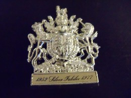 Souvenir Silver Jubilee Elisabeth II 1952-1977 Matchbox Britain Métal Figurine - Andere Verzamelingen