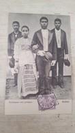 CPA RARE!! AMBON BRUIDSPAAR MET GETUIPEN- COUPLE DE MARIES ET LES TEMOINS- - Indonesia