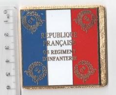 DRAPEAU 9° RI REGIMENT D' INFANTERIE   En Métal Doré - Drapeaux
