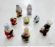 Lot De 8 Santons  De Créche En Plastique Peint - Santons