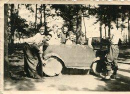 PHoto De Soldats Prisonniers En Captivité Stalag XIB KDO 847 En 1942 Fausse Voiture Genre Trompe Oeil Voir Dos - Guerre, Militaire