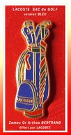SUPER PIN'S LACOSTE : Le SAC De GOLF Version BLEUE En ZAMAC Or, Signé Arthus BERTRAND Paris, Offert Par LACOSTE - Golf
