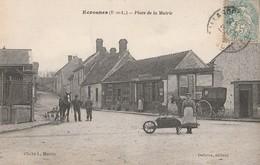 CPA  28 ECROSNES PLACE DE LA MAIRIE ANIMEE CALECHE COMMERCE - France