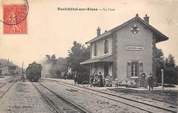 Neufchatel Sur Aisne        02        La  Gare Train  Edition Menu         (voir Scan) - Autres Communes
