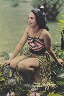 Postcard New Zealand Maori Girl Dressed In Traditional Costume [ Explained On The Back ] My Ref  B22939 - New Zealand