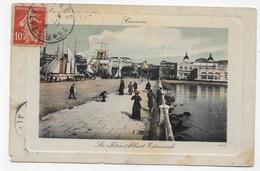 (RECTO / VERSO) CANNES EN 1909 - LA JETEE ALBERT EDOUARD AVEC PERSONNAGES - USURES ET PLI ANGLE BAS A DR - CPA VOYAGEE - Cannes