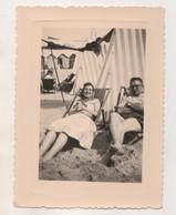 PHOTOGRAPHIE ANCIENNE - SUR LA PLAGE, COUPLE,  CABINES DE BAINS,  TENTE - VOIR LE SCANNER - Anonyme Personen