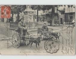 41 VENDOME ... Place D'Armes, En Attendant Les Taxis (Chartier 23) Attelages De Chien . EN L'ETAT. - Vendome