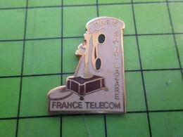 1218c Pin's Pins / Rare Et De Belle Qualité / FRANCE TELECOM / VIEUX TELEPHONE PARIS SAINT-LAZARE - France Telecom
