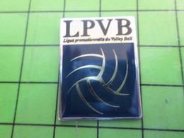1218c Pin's Pins / Rare Et De Belle Qualité / SPORTS : LPVB LIGUE PROMOTIONNELLE DU VOLLEY-BALL - Volleyball