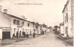 RARE !! FERRIERES D'AUNIS (17) Personnes Devant Le Tabac - Postes En 1920 (Canton De Courçon D'Aunis) - France