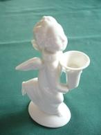Porzellan-Engel Mit Gefäß In Den Händen (513) - Signiert