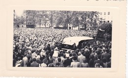 75---photo--RARE--PARIS--place ?  --enterrement à Identifiée--( Années 50 60 ? )---voir 2 Scans - Photographs