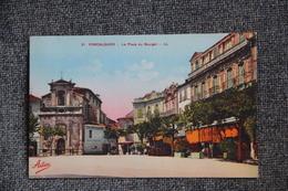 FORCALQUIER - La Place Du Bourget - Forcalquier