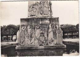 Soissons (Aisne) - Bas-Relief Du Monument Aux Morts (Sculpteur: M. Lamourdedieu)  - (France) - Soissons